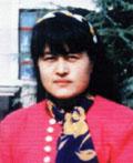 Zhang Dezhen (korban penyiksaan), guru sekolah menengah di Kabupaten Mengyin. Zhang meninggal dunia setelah disuntik obat yang tidak jelas