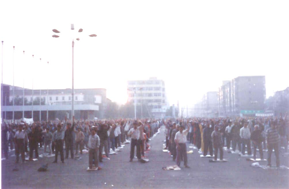 Photo Bearing Witness to History: Group Practice in Taiyuan City in 1998   Falun Dafa - Minghui.org