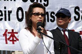 二零零六年四月二十一日,苏家屯主刀医师妻子安妮和记者皮特揭露中共活体摘取法轮功学员器官的罪恶