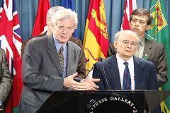 二零零六年七月六日,加拿大前亚太司司长、皇家检察官大卫•乔高和著名人权律师大卫•麦塔斯在渥太华国会山举行的新闻发布会,向加拿大政府和媒体公布其调查结果。