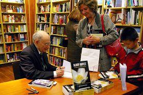 二零零九年十一月十五日在多伦多的新书发布会上,