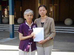 Yue Changzhi (kiri) di Australia, November 2008, korban penyiksaan