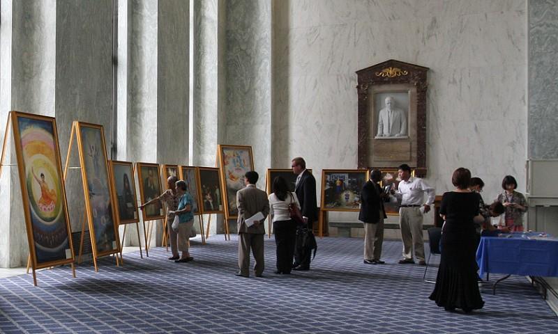 Rayburn House Office Foyer : Expoziţia de artă adevăr compasiune toleranţă are impact