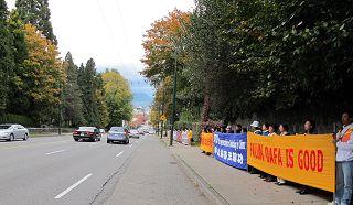 2010-10-25-vancouver-falun-gong-banner-02--ss.jpg