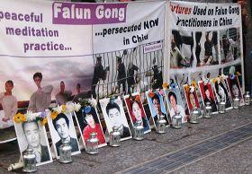 布里斯本法轮功学员中领馆前举行烛光悼念反迫害活动