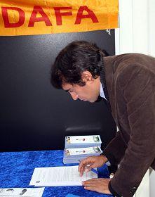 民众签名声援法轮功反迫害