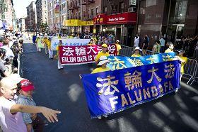 """法轮功学员二零一零年九月四日在纽约中国城举办""""呼唤良知"""