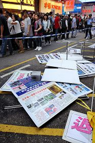 旺角西洋菜街的法轮功真相点十三日下午遭凶徒恶意破坏