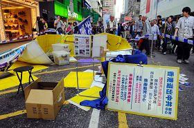 2011-11-15-minghui-hk-harrassment-02--ss.jpg