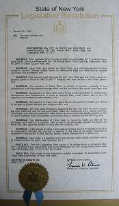 """二零一一年五月三日,美国纽约州参议院通过决议,宣布二零一一年五月为""""世界法轮大法月"""",并推崇法轮大法为全世界一亿人带来健康与内心的平静"""