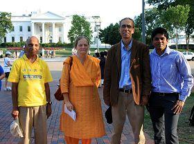 几位印度裔法轮功学员,右一为乔伊斯