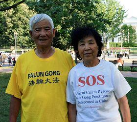 来自加拿大的殷先生和太太吕女士