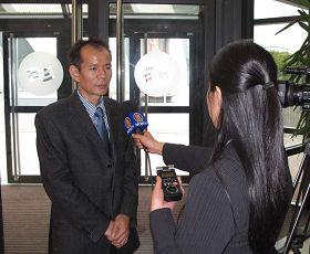 """来自德国的李教授出席""""反强摘器官医生协会""""组织英国研讨会后接受媒体采访"""