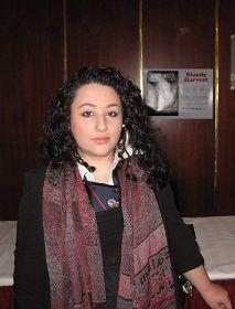 女学生苏甘达•阿兹米对中共活摘法轮功学员器官暴行感到震惊