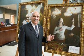 圣彼得市市长雷纳德‧帕格诺先生表达他观赏画作的感受