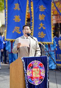 美国守护者同盟副主席刘国华在集会上发言