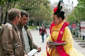 学员们身着的唐装在乌克兰首都基辅市洪法