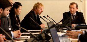 捷克参议院教育、科学、文化、请愿和人权委员会举行会议,讨论关于结束在中国迫害法轮功的提案