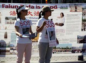 金昭宇、金昭桓姐妹身穿营救母亲T恤