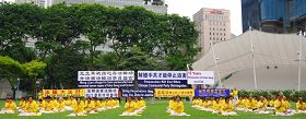新加坡法轮功学员在芳林公园集会,抗议中共迫害