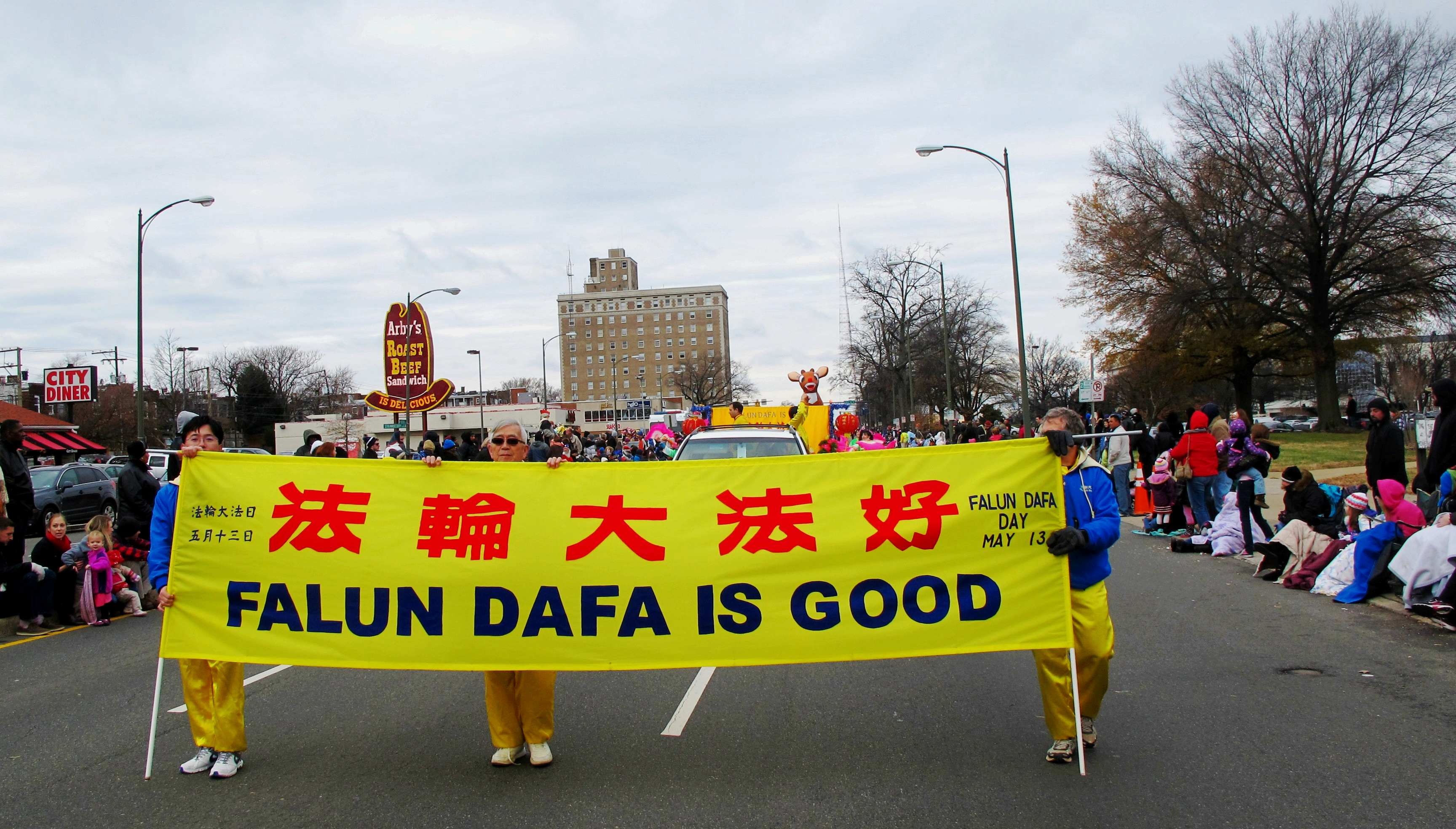 falun gong practitioners participate in the 30 th christmas parade in richmond virginia