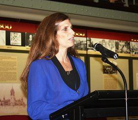 '悉尼大学教授玛丽亚·辛格女士'