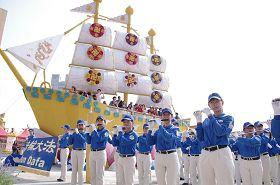 '天国乐团成员们认真吹奏的神情让新竹县摄影学会总干事张德贵先生深受感动'