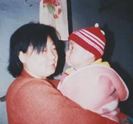 妈妈吴丽梅和缘缘小时候的照片