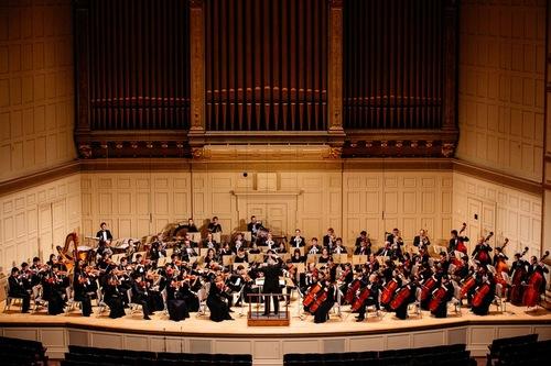 Shen Yun Symphony Orchestra menampilkan lagu pilihan dari Shen Yun Performing Arts 2015.