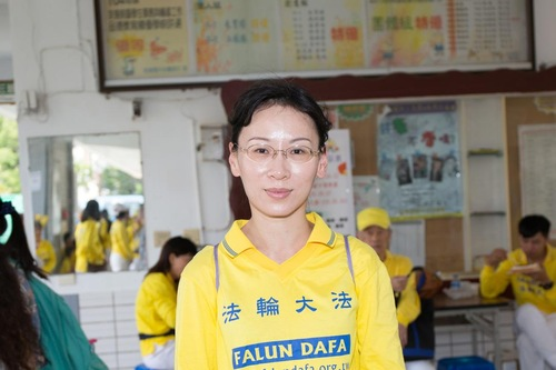 Huang Qinya sembuh dari kanker berkat berlatih Falun Dafa