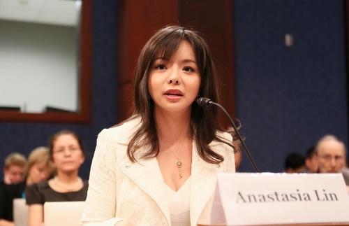 Anastasia Lin menghadiri dengan pendapat Komisi Eksekutif Kongres A.S. untuk Tiongkok pada 23 Juli 2015, mendiskusikan masalah hak asasi manusia di Tiongkok.