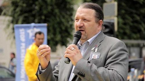 MEP Branislav Škripek dari Slowakia di rapat umum Falun Gong di Brussels