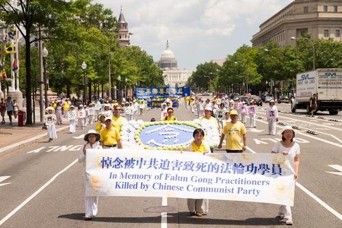 Barisan memperingati praktisi yang terbunuh dalam penganiayaan terhadap Falun Gong oleh rezim Tiongkok.