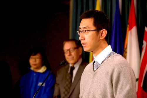 Paul Li, seorang warga Toronto. - anak dari korban penganiayaan
