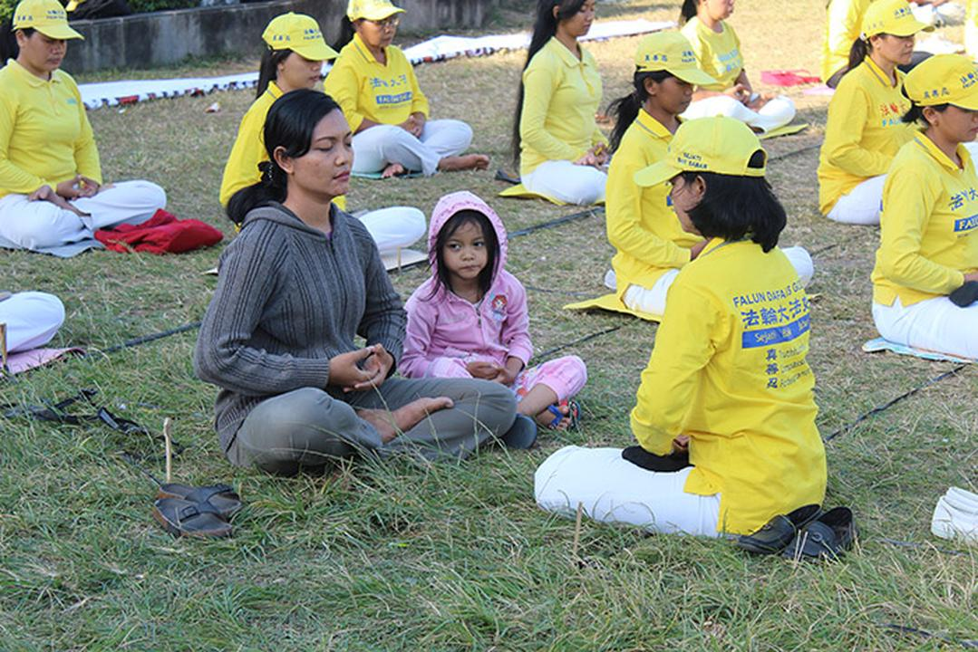 "falun women The two women i spoke with were once actively involved in falun gong falun gong was founded in china during 1992 by a man named li hongzhi, who now lives in the united states china officially banned falun gong in 1999, declaring it an ""evil cult."