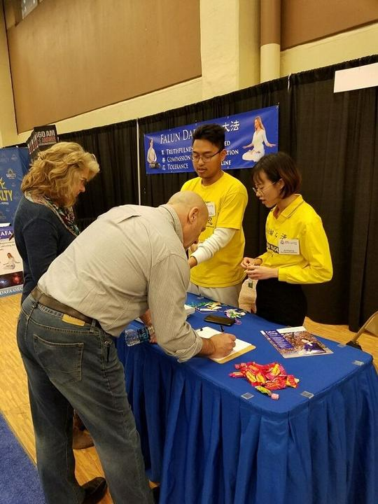 Falun Gong Practitioners At The Home U0026 Garden Show In Fort Worth