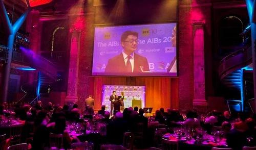 Sutradara Leon Lee menghadiri upacara penghargaan di London - Kejahatan Pengambilan Organ Secara Hidup