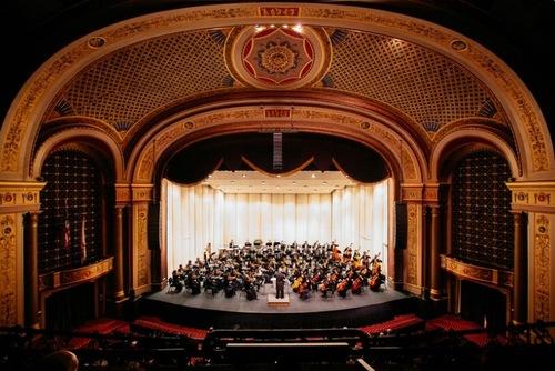 Shen Yun Symphony Orchestra tampil di Memorial Auditorium Veteran di Providence, RI pada tanggal 31 Oktober