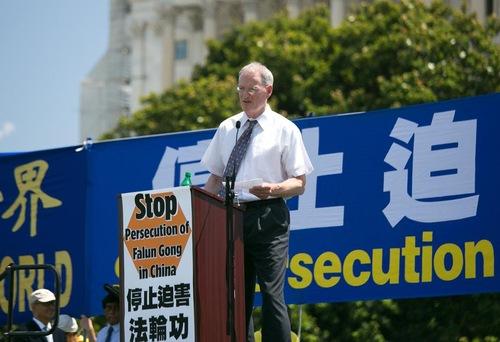 David Cleveland dari Catholic Charities dari Washington berbicara tentang pengambilan organ paksa di Tiongkok.