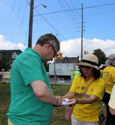 Paul, warga Markham, mendorong praktisi Falun Gong untuk mengadakan lebih banyak kegiatan untuk meningkatkan kesadaran akan penganiayaan dan kekejaman pengambilan organ di Tiongkok.