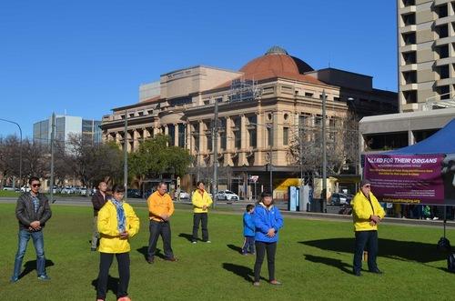 Peragaan latihan Falun Gong