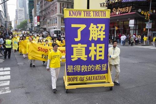 Parade akbar di New York pada 13 Mei untuk merayakan ulang tahun ke 24 dari pengenalan Falun Dafa ke publik.