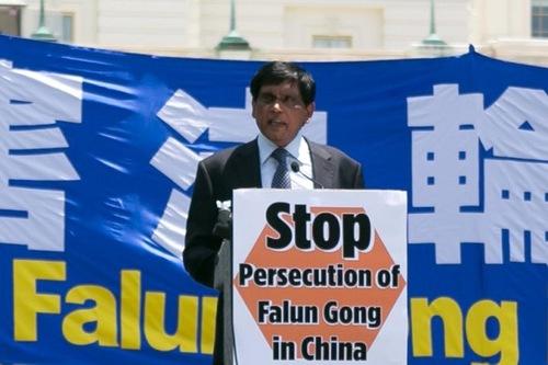 Dr. T. Kumar, Direktur Advokasi Internasional dari Amnesty International AS, mengatakan presiden berikutnya tidak boleh mengabaikan masalah ini.