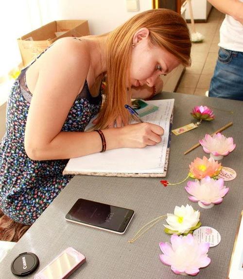 Carina, seorang mahasiswa di Universitas Kiev, Jurusan Arsitek dan Desain