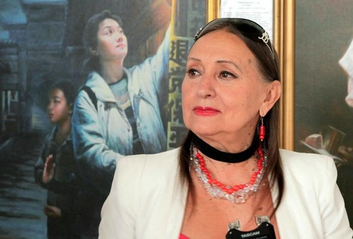 Pemenang penghargaan Shevchenko National Prize dan juga seorang seniman terhormat, Larisa Kadochnikova