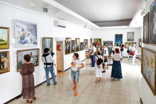 Seni Zhen, Shan, Ren (Sejati, Baik, Sabar) pada Pameran Internasional di Kiev.