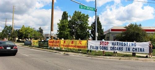 Praktisi Falun Gong membentuk