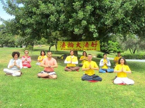 Praktisi Falun Dafa di Yunani mengucapkan Selamat Ulang Tahun kepada Guru!