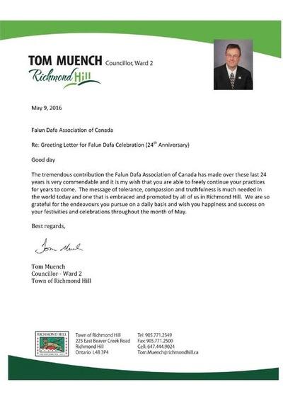 Yang Terhormat Tom Muench, Anggota Dewan Kota Praja Richmond Hill, mengirimkan ucapan selamat untuk peringatan ke 24 Falun Dafa diperkenalkan ke publik.