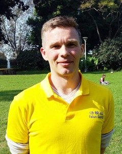Nicholas Eaik mengatakan bahwa dia berterima kasih kepada Falun Dafa atas perubahan positif dalam hidupnya.